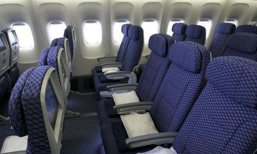 Bạn có biết tại sao ghế máy bay thường có màu xanh dương? - Ảnh 1