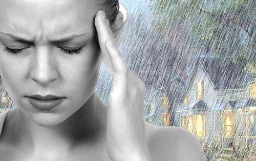 Nguyên nhân nào gây đau đầu khi thay đổi thời tiết? - Ảnh 1