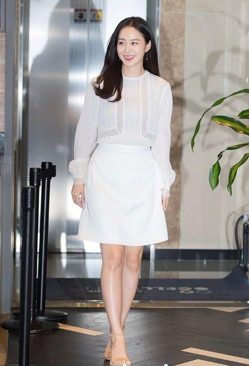 Kim Tae Hee quyết định đầu quân cho công ty mới sau gần 1 năm nghỉ sinh - Ảnh 1