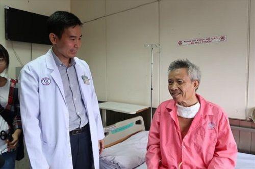 Lần đầu tiên dùng robot phẫu thuật trong phẫu thuật ung thư thực quản - Ảnh 2