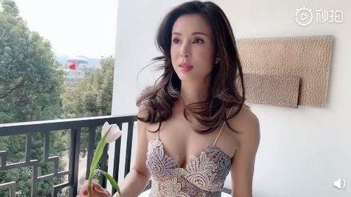 """""""Tiểu Long Nữ"""" Lý Nhược Đồng khoe vóc dáng nóng bỏng ở tuổi U50 - Ảnh 1"""