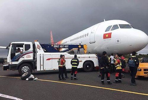 Cục Hàng không Việt Nam gửi một số bộ phận máy bay VietJet văng lốp cho Pháp để tìm nguyên nhân - Ảnh 1