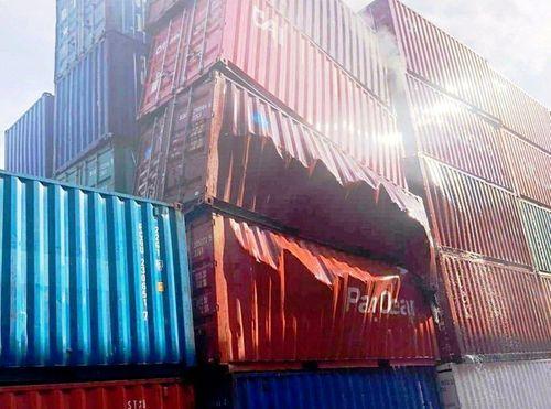 Container chứa phụ gia thực phẩm nhập từ Trung Quốc bỗng dưng phát nổ ở cảng Cát Lái - Ảnh 1