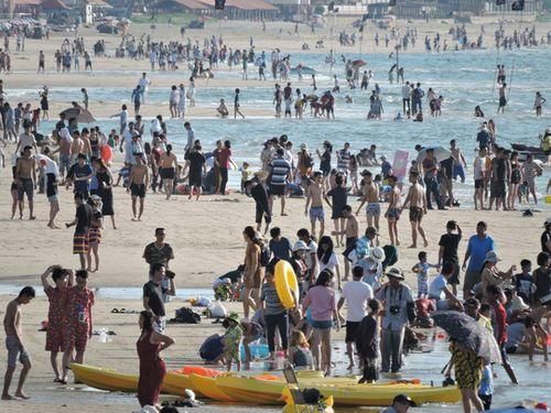 Vũng Tàu: Hàng trăm du khách bị sứa cắn khi đang tắm biển - Ảnh 2