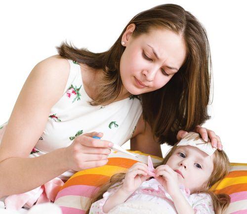 8 cách hạ sốt cho bé an toàn, nhanh chóng mà không cần dùng thuốc - Ảnh 1
