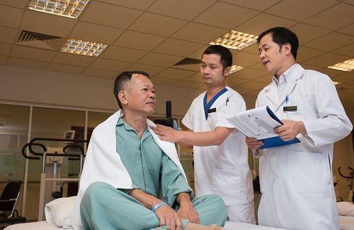 Hồi phục nhanh sau 3 ngày mổ robot chữa ung thư đại trực tràng - Ảnh 1