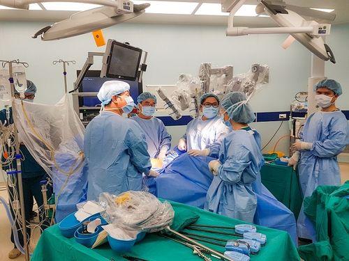 Hồi phục nhanh sau 3 ngày mổ robot chữa ung thư đại trực tràng - Ảnh 2