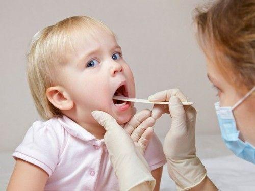 Trẻ bị viêm họng phải làm sao? - Ảnh 1