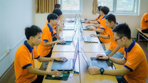 """""""Đột nhập"""" phòng Lab siêu chất của sinh viên IT DNU - Ảnh 1"""