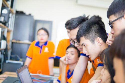 """""""Đột nhập"""" phòng Lab siêu chất của sinh viên IT DNU - Ảnh 2"""