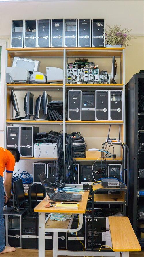 """""""Đột nhập"""" phòng Lab siêu chất của sinh viên IT DNU - Ảnh 4"""
