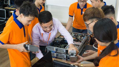"""""""Đột nhập"""" phòng Lab siêu chất của sinh viên IT DNU - Ảnh 5"""