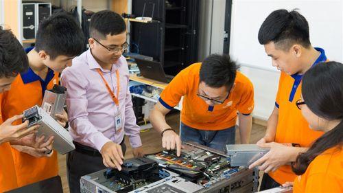 """""""Đột nhập"""" phòng Lab siêu chất của sinh viên IT DNU - Ảnh 6"""