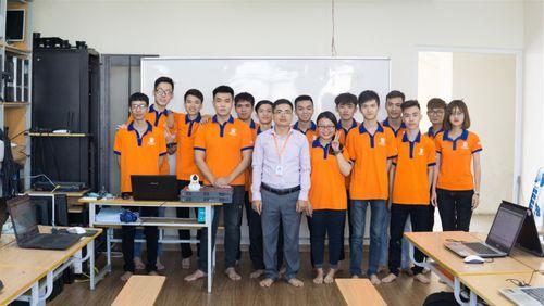 """""""Đột nhập"""" phòng Lab siêu chất của sinh viên IT DNU - Ảnh 7"""