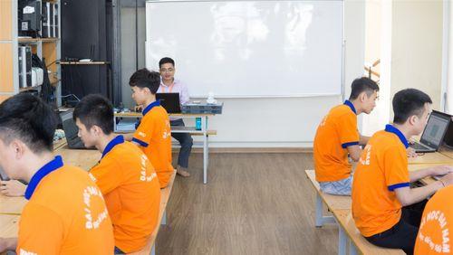 """""""Đột nhập"""" phòng Lab siêu chất của sinh viên IT DNU - Ảnh 8"""