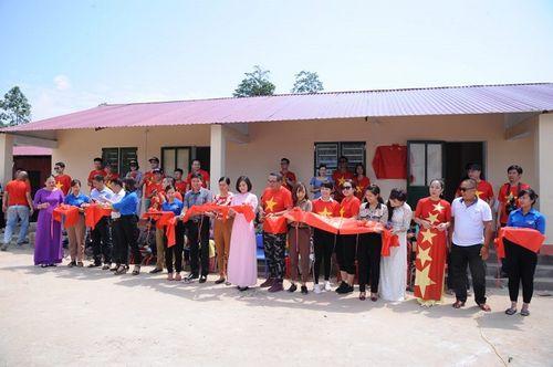 Đoàn thiện nguyện dự án xây dựng trường tiểu học Tà Moong tổ chức lễ khánh thành trước thềm năm học mới - Ảnh 1