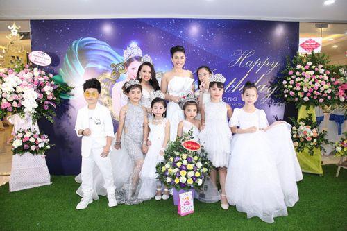 Hoa hậu doanh nhân Đàm Hương Thủy mừng sinh nhật cùng với bạn bè thân thiết - Ảnh 12