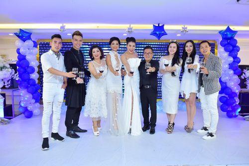 Hoa hậu doanh nhân Đàm Hương Thủy mừng sinh nhật cùng với bạn bè thân thiết - Ảnh 11