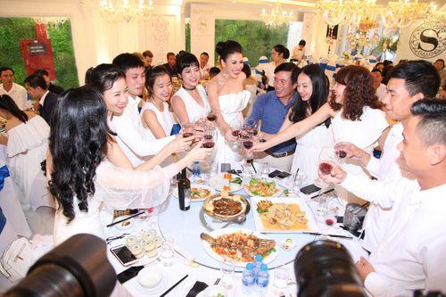 Hoa hậu doanh nhân Đàm Hương Thủy mừng sinh nhật cùng với bạn bè thân thiết - Ảnh 10