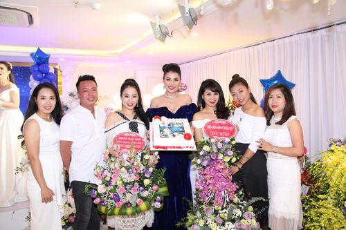 Hoa hậu doanh nhân Đàm Hương Thủy mừng sinh nhật cùng với bạn bè thân thiết - Ảnh 13