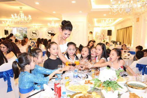 Hoa hậu doanh nhân Đàm Hương Thủy mừng sinh nhật cùng với bạn bè thân thiết - Ảnh 14