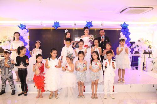 Hoa hậu doanh nhân Đàm Hương Thủy mừng sinh nhật cùng với bạn bè thân thiết - Ảnh 5