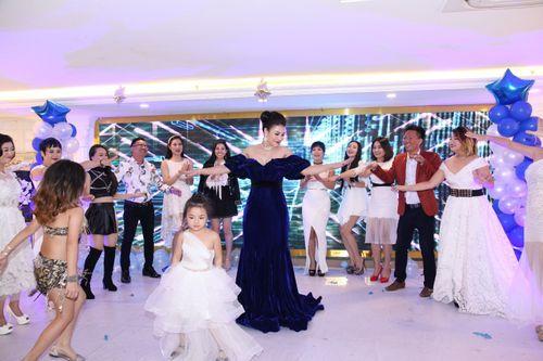 Hoa hậu doanh nhân Đàm Hương Thủy mừng sinh nhật cùng với bạn bè thân thiết - Ảnh 4