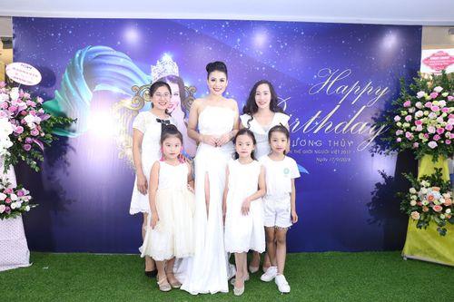 Hoa hậu doanh nhân Đàm Hương Thủy mừng sinh nhật cùng với bạn bè thân thiết - Ảnh 6