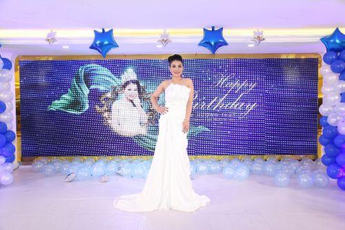 Hoa hậu doanh nhân Đàm Hương Thủy mừng sinh nhật cùng với bạn bè thân thiết - Ảnh 1
