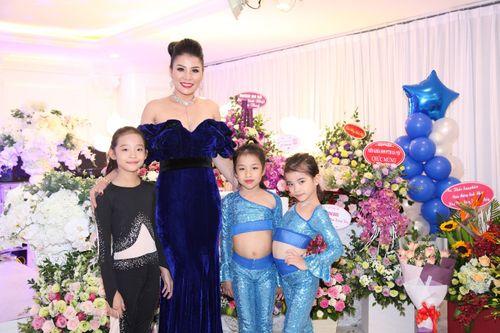 Hoa hậu doanh nhân Đàm Hương Thủy mừng sinh nhật cùng với bạn bè thân thiết - Ảnh 2