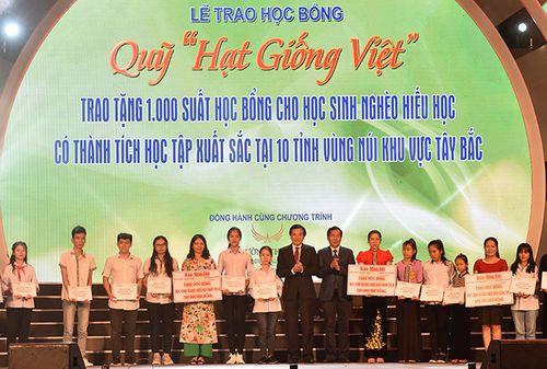 Tập đoàn Mường Thanh: Trao tặng 1000 suất học bổng cho học sinh 10 tỉnh Miền núi phía Bắc  - Ảnh 1