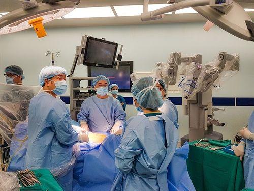 """Phẫu thuật Robot """"trị"""" ung thư tiền liệt tuyến cho bác sĩ người Nhật - Ảnh 3"""
