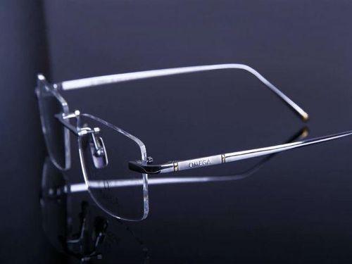 """Bật mí 4 đặc điểm kính cận đổi màu """"ăn đứt"""" kính cận thông thường - Ảnh 2"""