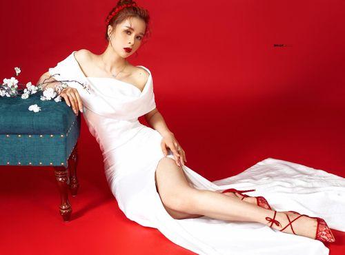 Hoa hậu Nhân ái Ly Nguyễn quyến rũ trong bộ ảnh Tết 2019 - Ảnh 2