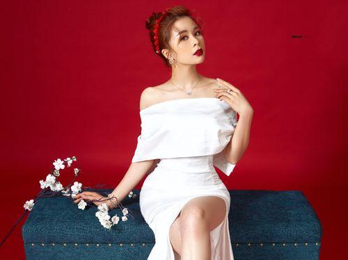 Hoa hậu Nhân ái Ly Nguyễn quyến rũ trong bộ ảnh Tết 2019 - Ảnh 3