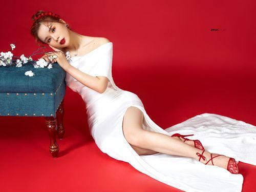 Hoa hậu Nhân ái Ly Nguyễn quyến rũ trong bộ ảnh Tết 2019 - Ảnh 4