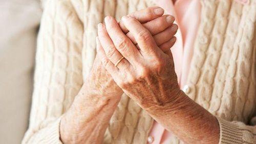 Người bệnh viêm khớp dạng thấp nên kiêng gì? - Ảnh 1