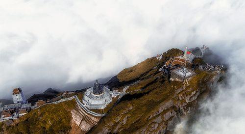Fansipan – ngọn núi huyền tích, sự ích kỷ và giấc mơ chinh phục đỉnh trời - Ảnh 3