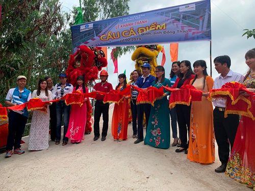 Phuc Khang Corporation & CLB Doanh Nhân Sài Gòn: Bàn giao cầu cho người dân Đồng Tháp - Ảnh 2