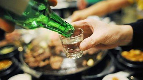 Đại tràng bị 'tàn phá' bởi bia rượu - Ảnh 1