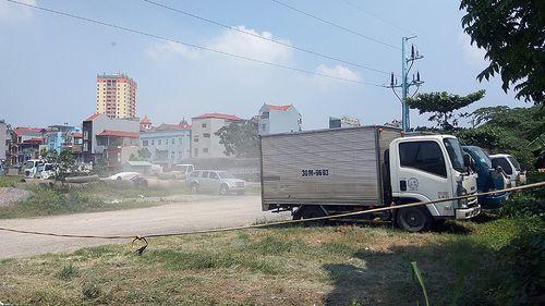 Sau xử phạt, bãi xe không phép tại dự án Văn La vẫn ngang nhiên tồn tại - Ảnh 2