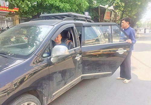 """Tài xế Grab phản đối gắn mào """"taxi điện tử"""" - Ảnh 2"""