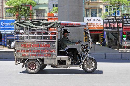 Xe ba gác, tự chế tung hoành trên mọi nẻo đường Hà Nội - Ảnh 2