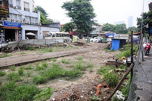Hà Nội: Cận cảnh dự án 1,6km đường mương đầu tư 740 tỷ đồng, 10 năm vẫn chưa xong - Ảnh 1