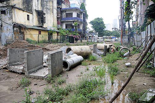 Hà Nội: Cận cảnh dự án 1,6km đường mương đầu tư 740 tỷ đồng, 10 năm vẫn chưa xong - Ảnh 5