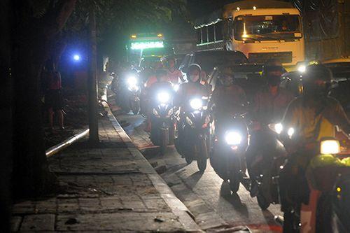 Gần nửa đêm, một số tuyến đường Hà Nội vẫn ùn tắc do người dân đi nghỉ lễ 2/9 - Ảnh 4