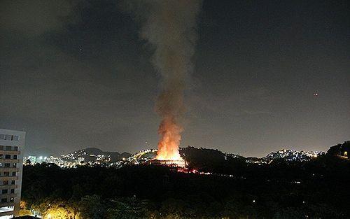 Bảo tàng 200 năm tuổi bị nhấn chìm trong biển lửa tại Brazil - Ảnh 3