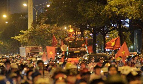SVĐ Mỹ Đình đỏ rực trước bán kết lượt về Việt Nam - Philippines - Ảnh 3