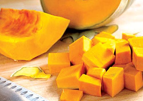 Món ngon mỗi ngày: Canh bí đỏ sườn non bổ dưỡng cho cả gia đình - Ảnh 2