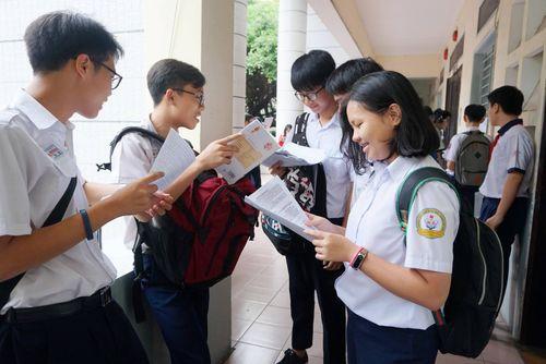Đề xuất miễn học phí cho học sinh bậc THCS tại TP.HCM liệu có hiệu quả? - Ảnh 1
